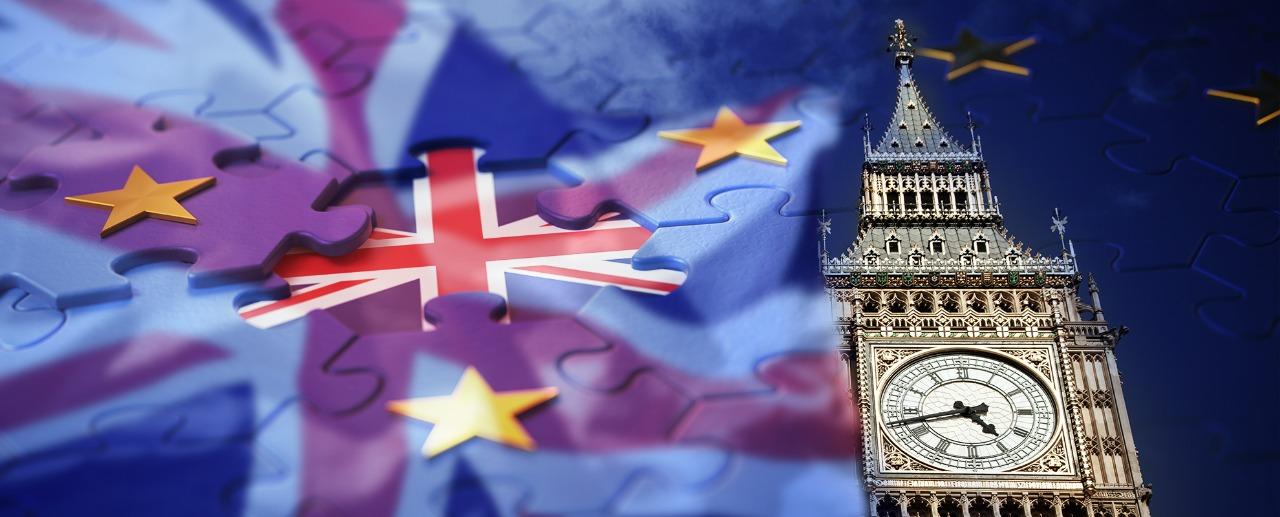الإسترليني يحافظ على مكاسبه، مع تراجع فرص خروج بريطانيا دون اتفاق