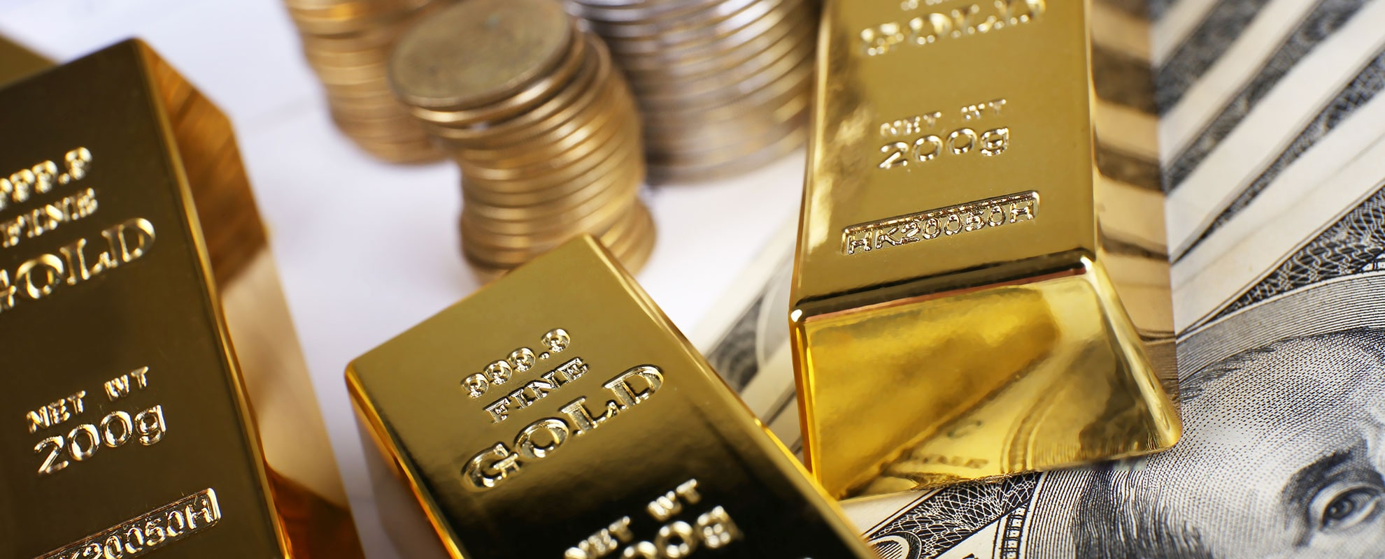 Gold Soars to Fresh 6-year High on Easing Prospects