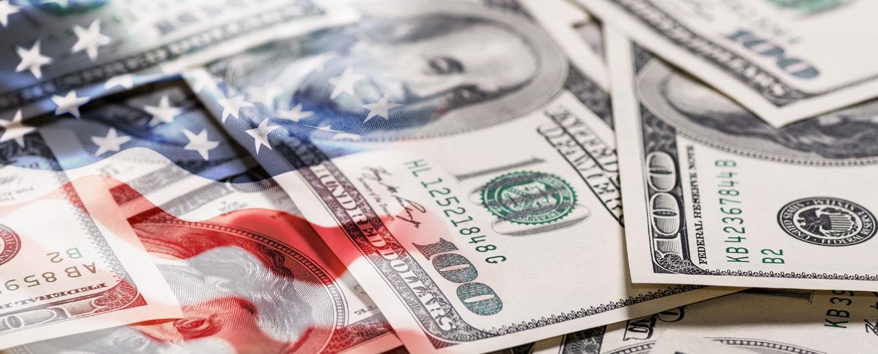 ดอลล่าสหรัฐมีการเพิ่มขึ้นพร้อมกับอัตราผลตอบแทนของคลังในแง่การซื้อขาย