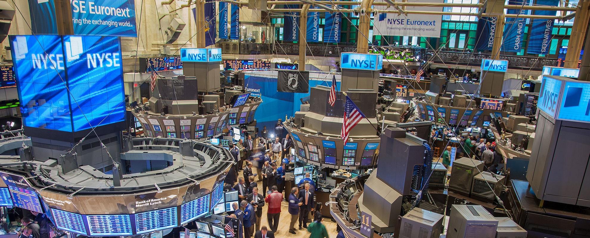 مؤشرات الأسهم الأمريكية ترتفع مدعومة بتعافي عوائد السندات