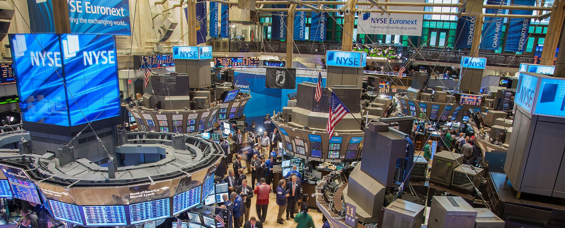 US Stock Indices Edge Higher as Yields Surge